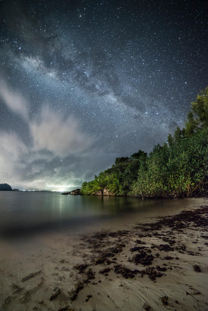 Milky way over Mahe island by Alex80