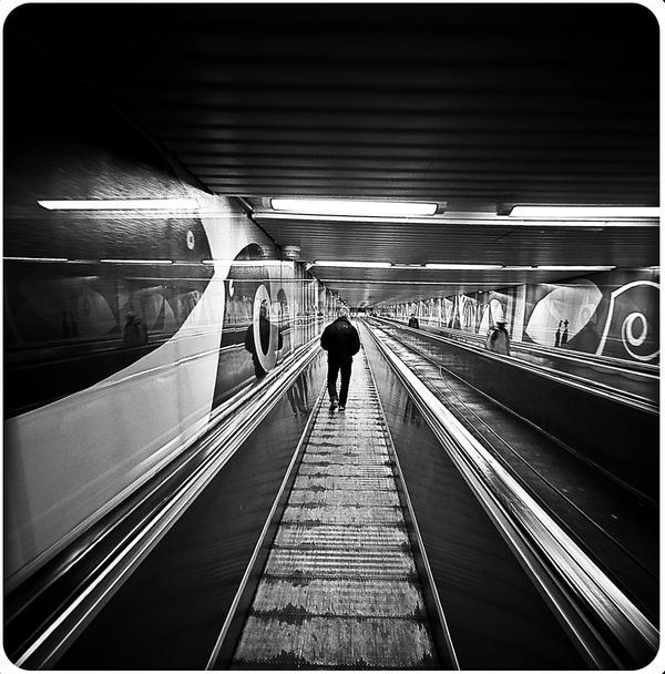 A doce vida de Herique Cunha Death_on_an_Escalator_by_ConcreteWindow