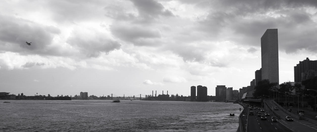 East River and UN by ISeeTheLattice