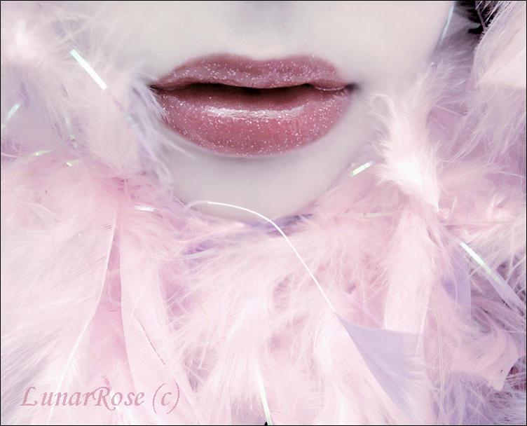 Ice Kiss by LunarRose - �p�lesi Dudaklar :p