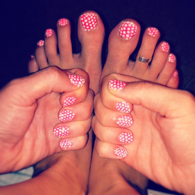 Polkadotted toes by iluvsparkles