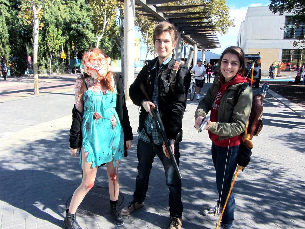 Clicker Joel and Ellie cosplay by Arisusandasu