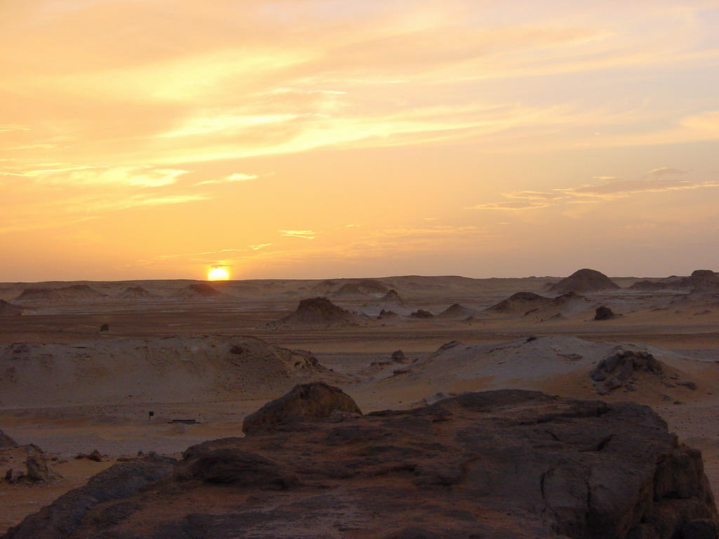 sunset in the White Desert by beloutte