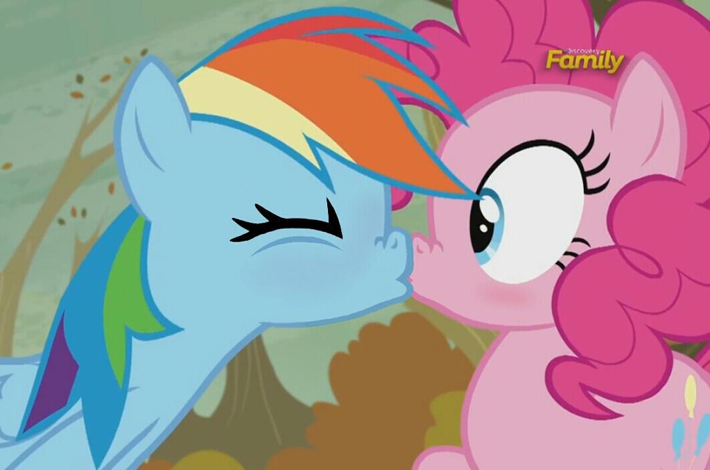 Mlp kiss rainbow dash