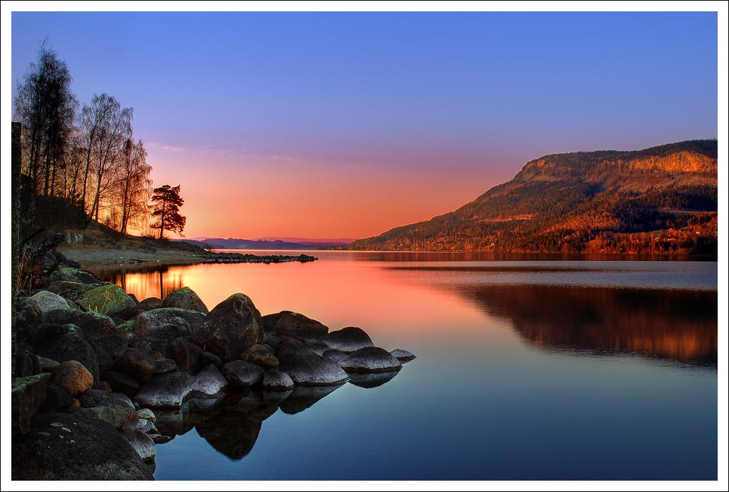 http://fc04.deviantart.com/fs20/f/2007/244/4/e/Sunset_by_theotherdude.jpg