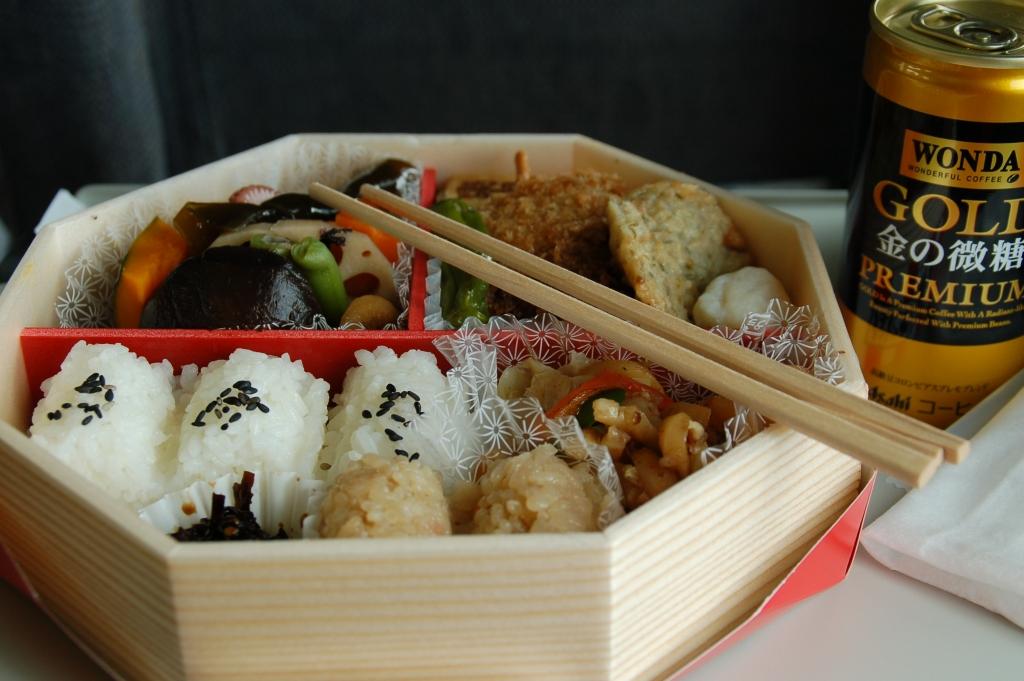 Shinkansen bentou by andy3004