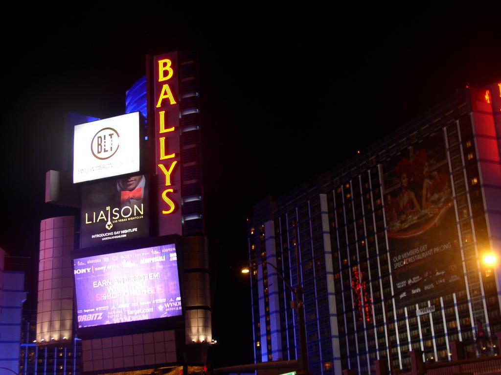 Vegas 2015 (02) by ChrisCmoney