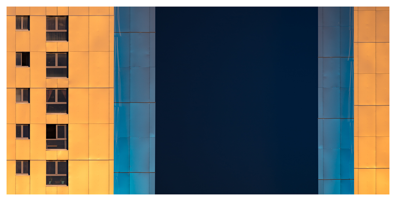 Metallic Sunset - east-west by Pierre-Lagarde