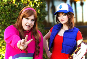 The Pines Sisters: Gravity Falls Cosplay