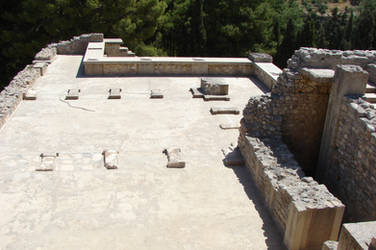On a rooftop of Knossos palace by Cyklopi