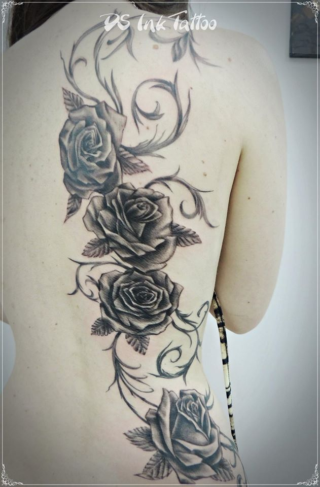 Black and gray roses. by SapoTattoo