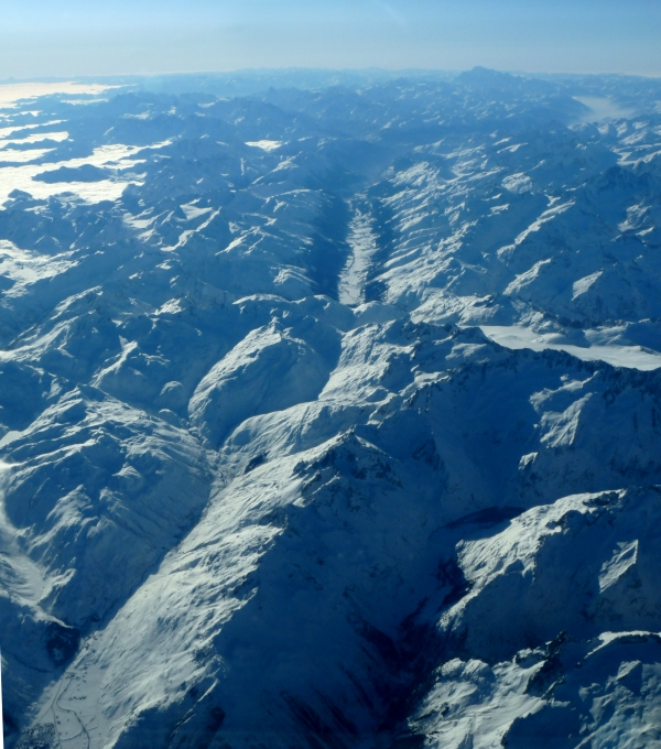 Snowy peaks by babynuke