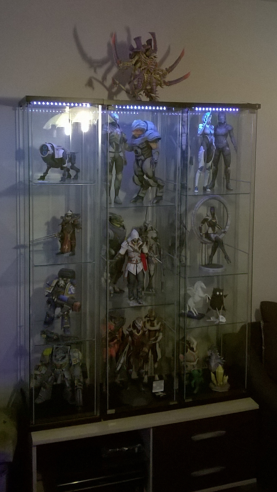 Display case for my paper models by DaiShiHUN