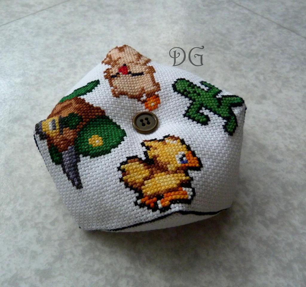 Final Fantasy pillow by didi-gemini