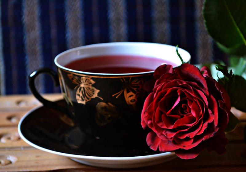 najromanticnija soljica za kafu...caj - Page 6 Rose_tea_by_ilovenapoleon-d4pt1yi