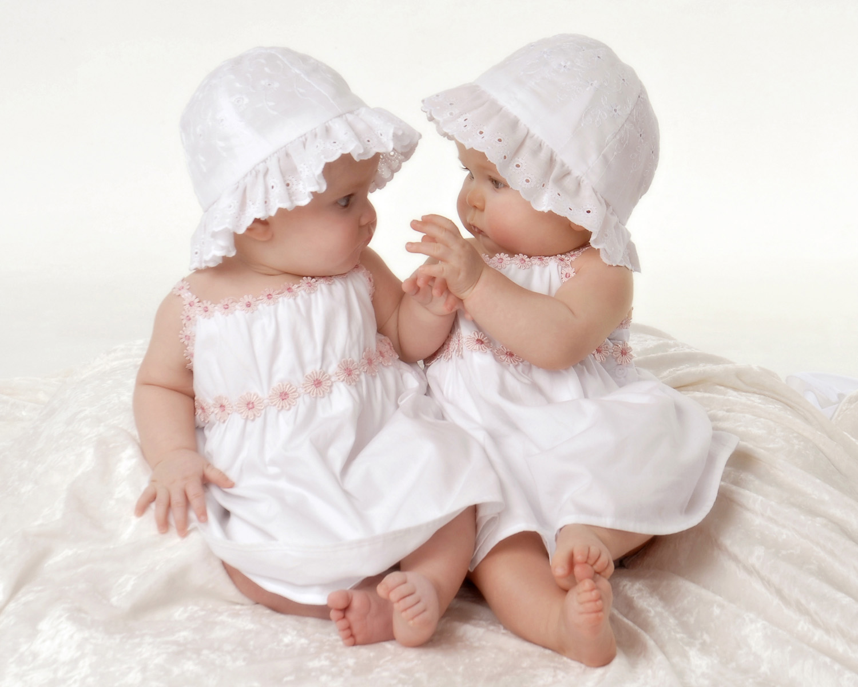 Cute Twin Baby Girl Hd Desktop Wallpapers | Wallpaper Gallery