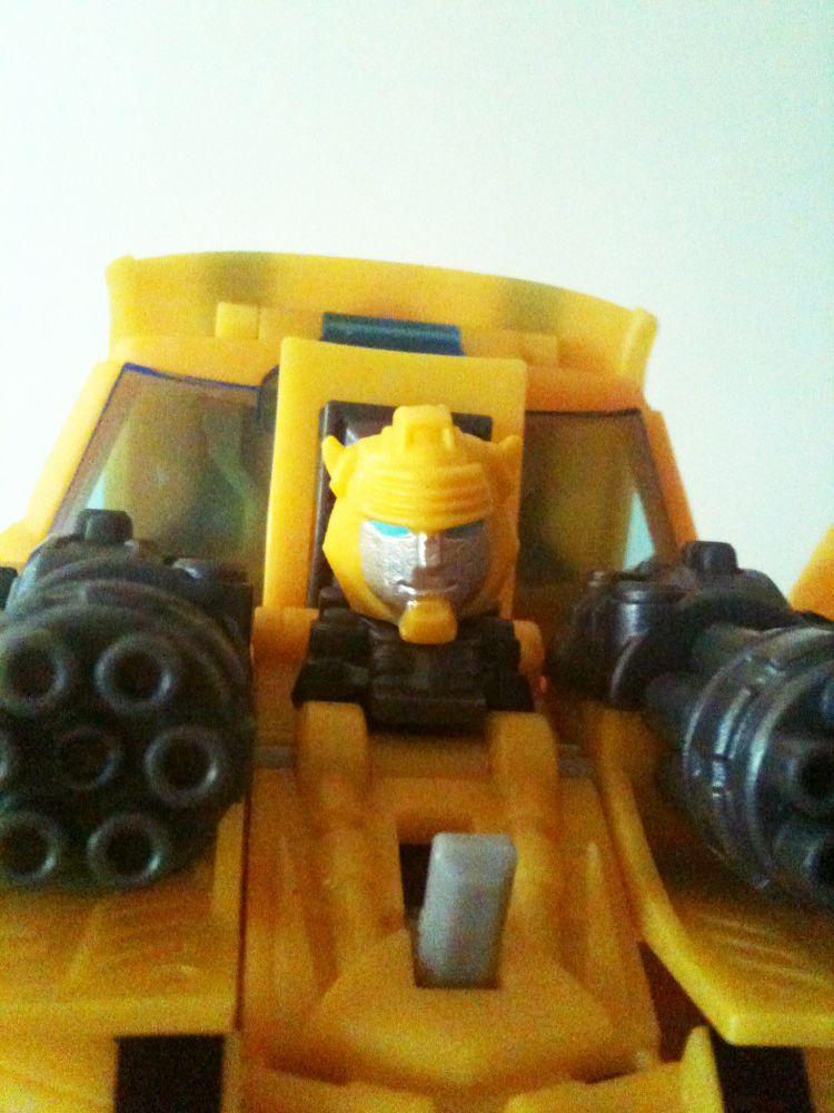 Bumblebee has a new head! by RazzieMbessai