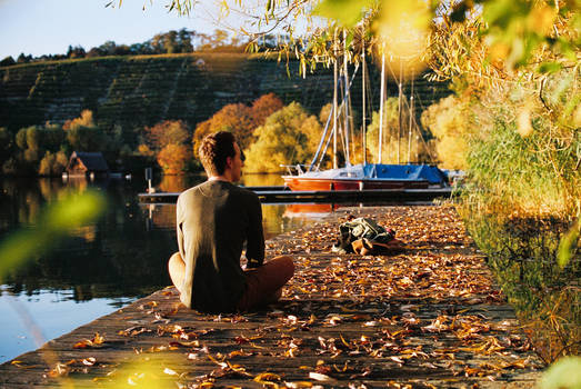 an autumn day at the lake