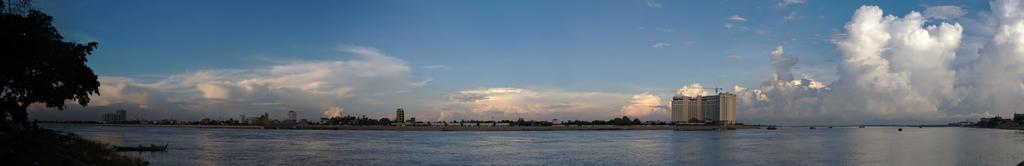 Phnom Pehn by andabata