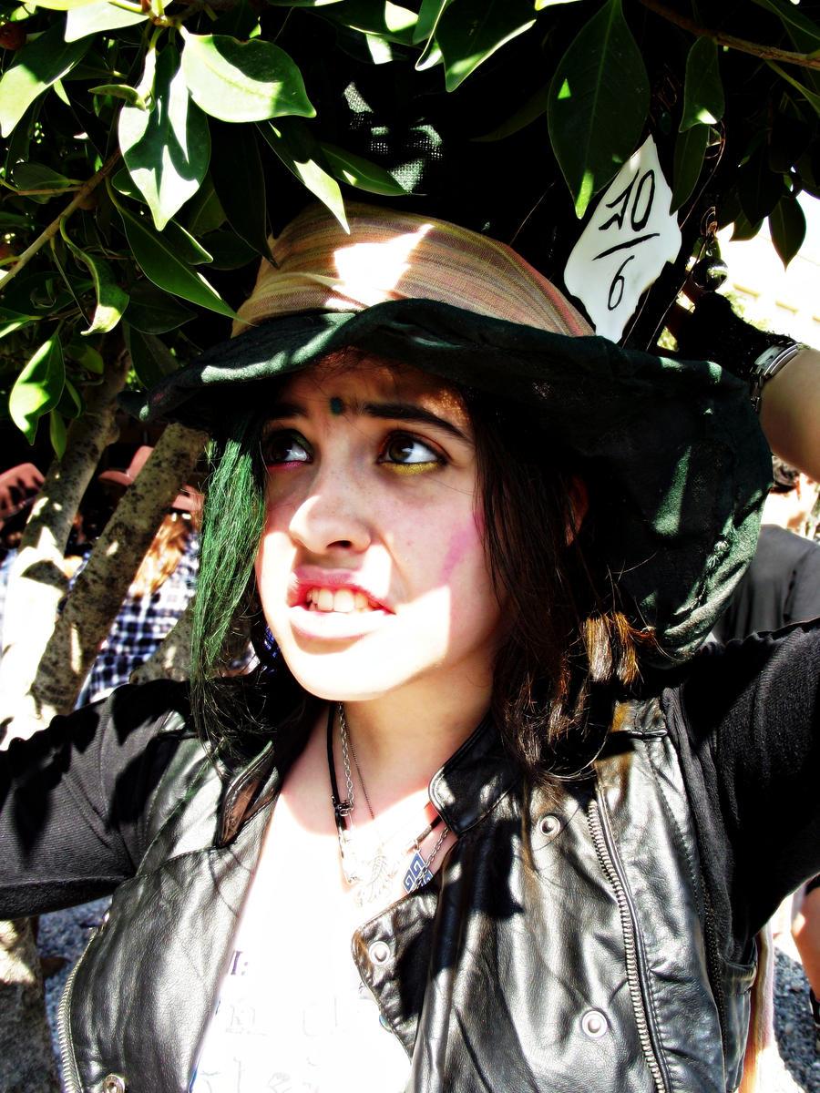 El sombrerero loco y Alicia! Crazy_by_kharen94th-d3afcco