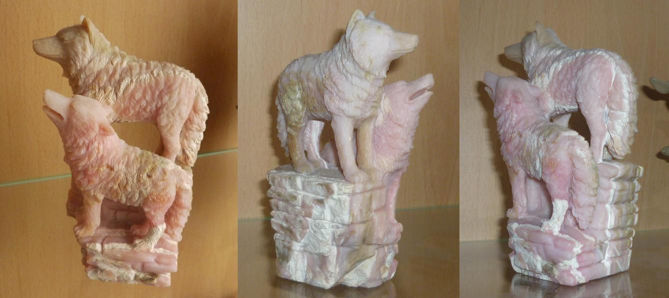 Wolf pair - gem carving by goiku