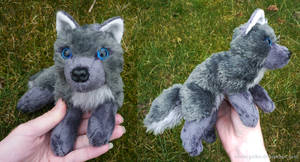 Antracite wolf - small floppy by CyanFox3