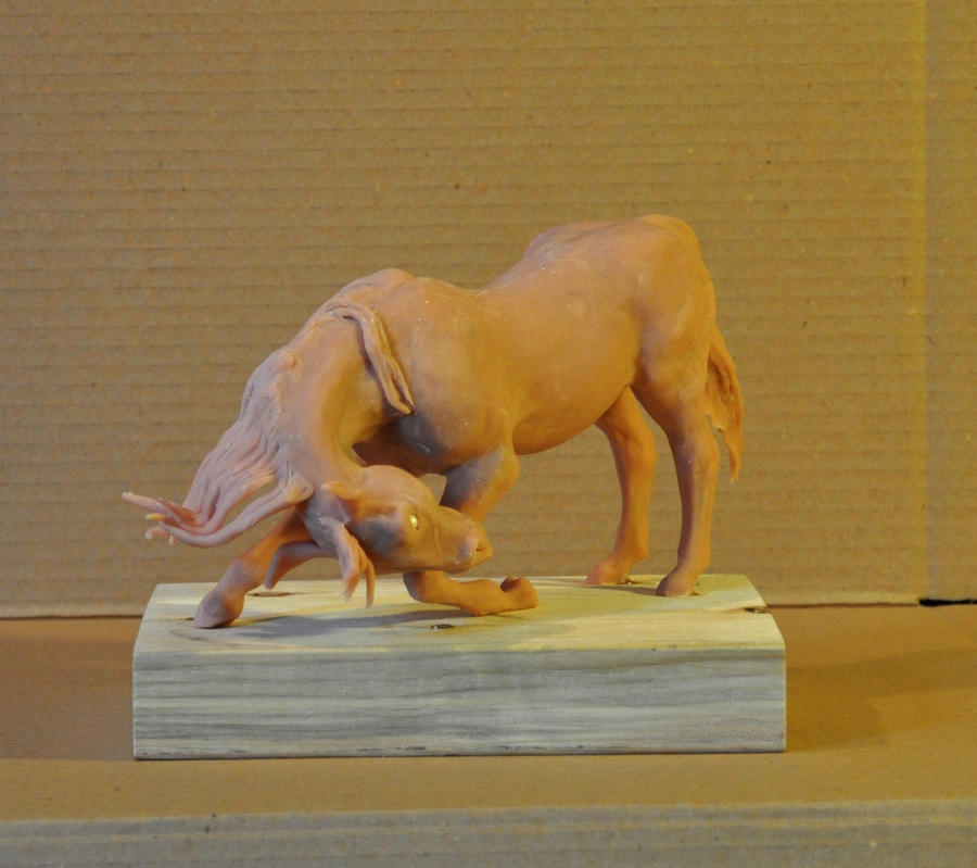 Bowing Horse Sculpture by MiiruFae