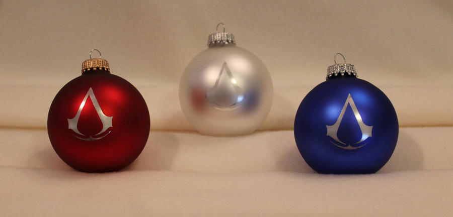 Assassin's Creed 3 Christmas ornaments by Yukizeal