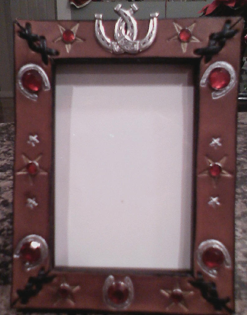 leather horseshoe frame by ky77yn