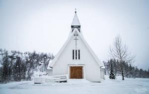Kaldfjord Kirke - it's snowing by LunaFeles