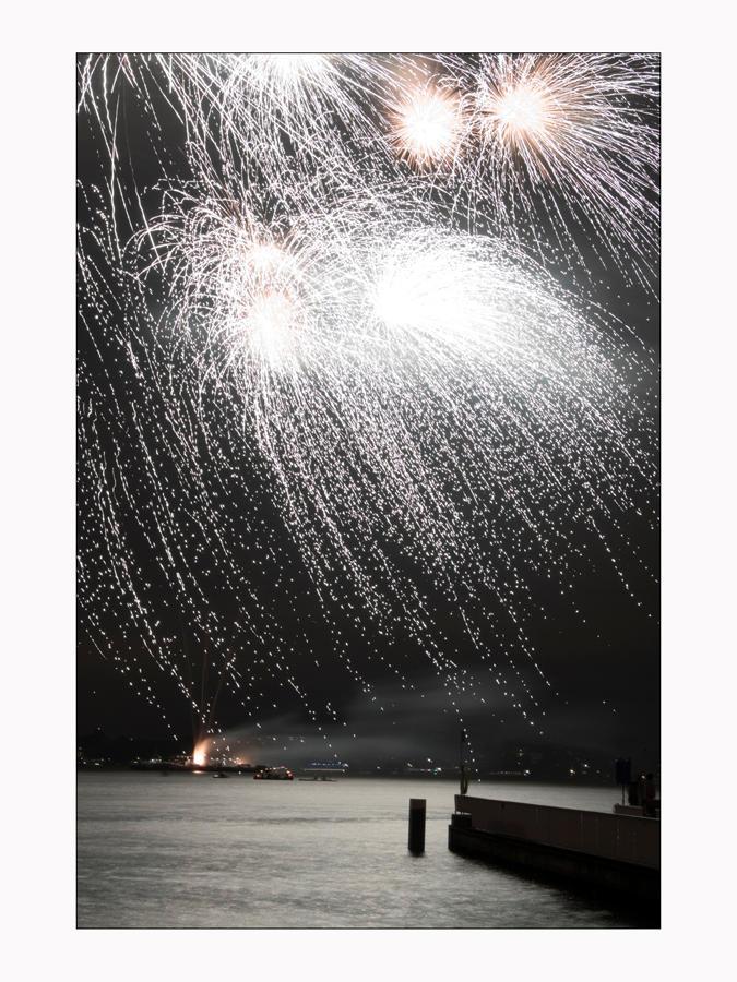 Fireworks III by dekleene