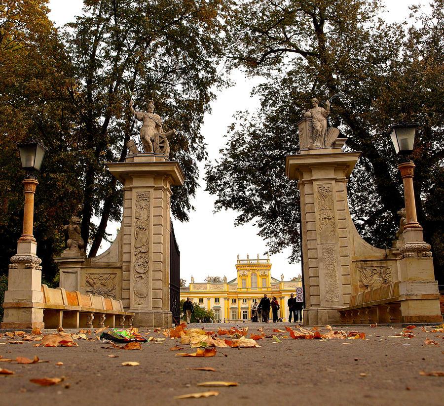 gate to the palace by HeretyczkaA