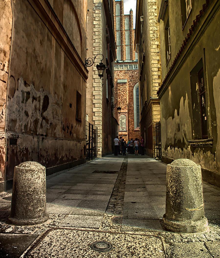 a dark alley by HeretyczkaA
