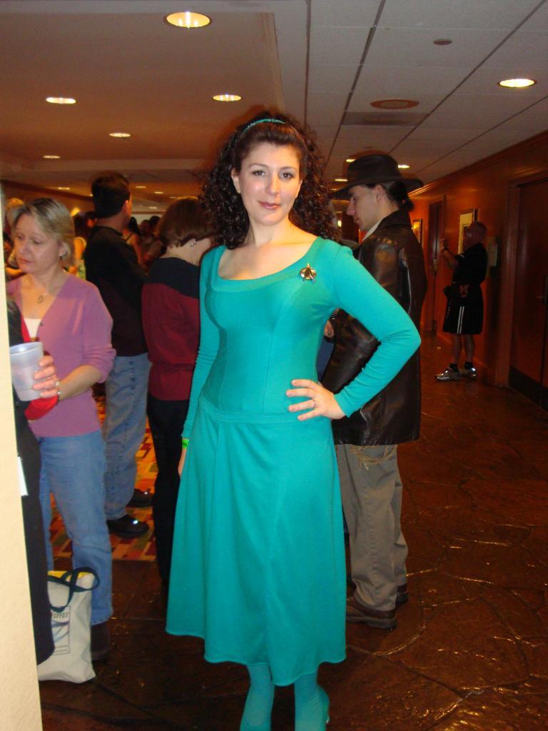 Chez Tumblr • gaslightgallows: 1871atboe: Marina Sirtis... |Deanna Troi Green