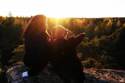 Thorin and Bilbo looking at the horizon