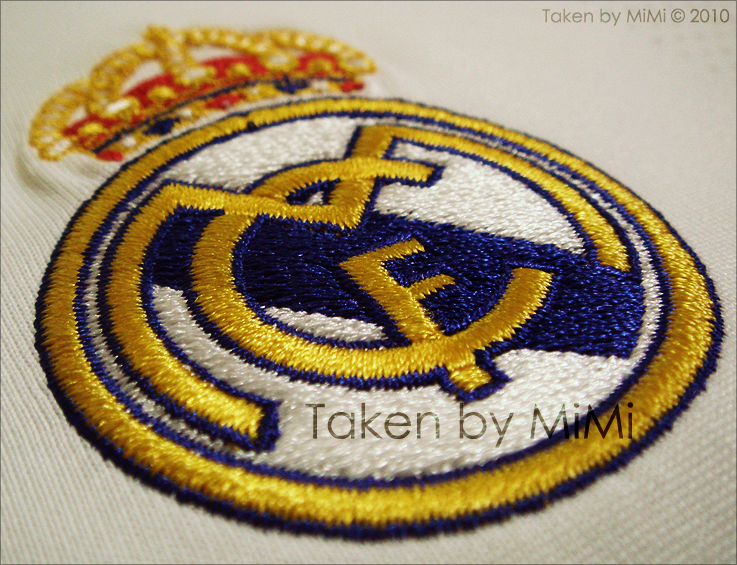 real madrid logo wallpaper 2009. real madrid logo wallpaper