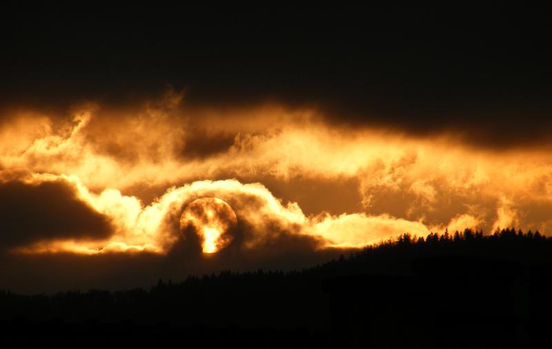 ...16 01. - Eerie sunset