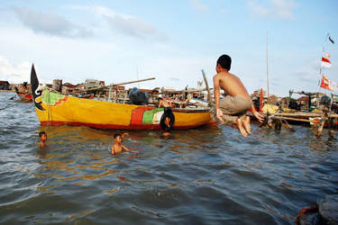 'fun kids sea coast 1' by AandiWarhol