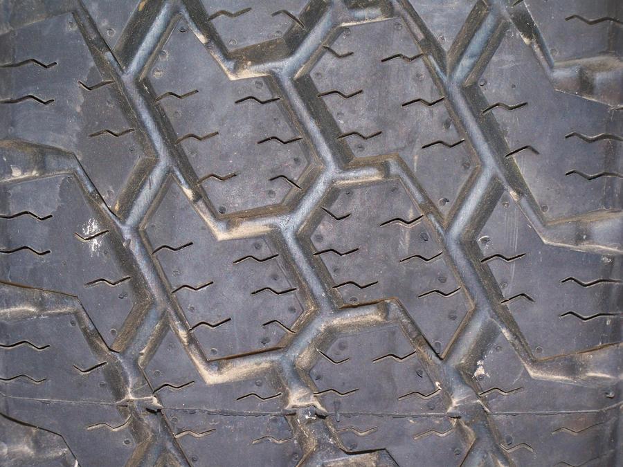 Rubber Tire by fukm