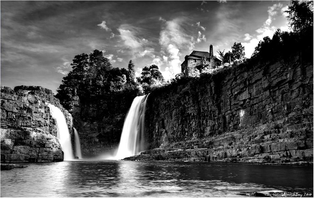 Rainbow Falls by AimishBoy
