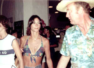 Sexy Kate Jackson Halter-Top Pic 2