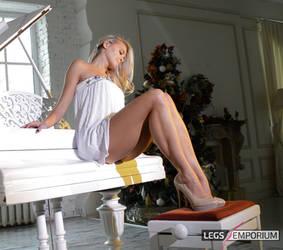 Cheerleader's Long Calf Muscles - Legs Emporium by LegsEmporium