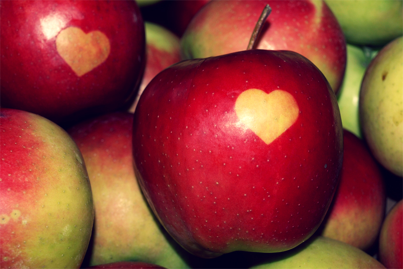Love + apple by PannaNoova