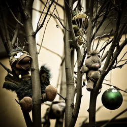 Toys grave09