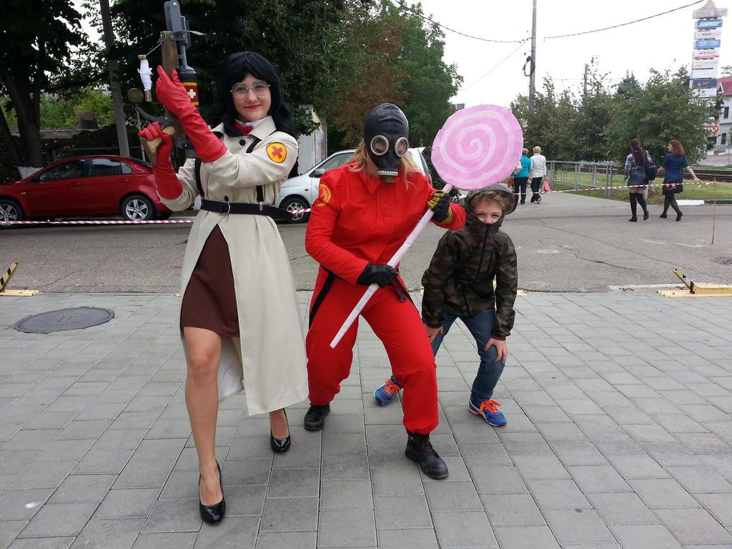 TF2Medic and Pyro cosplay by MaraMarko on DeviantArt