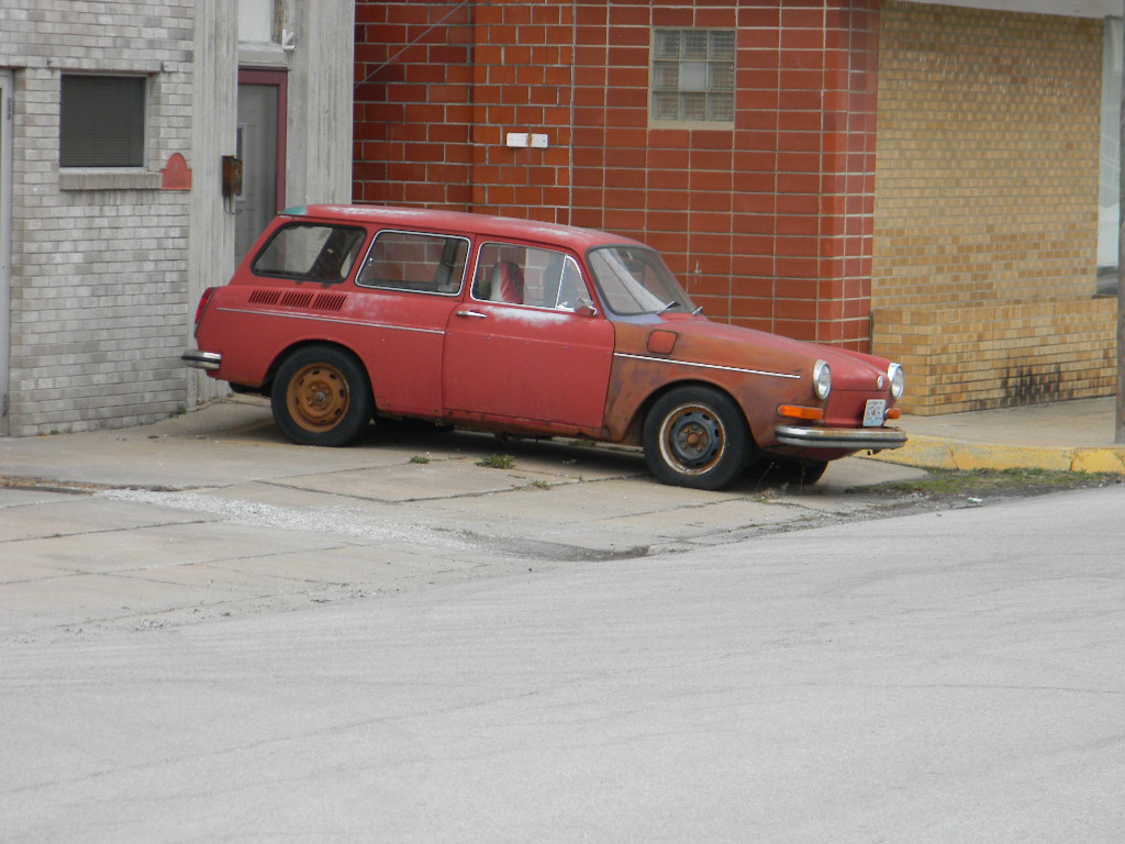 VW Square Back (Wasting away) by Perceptor