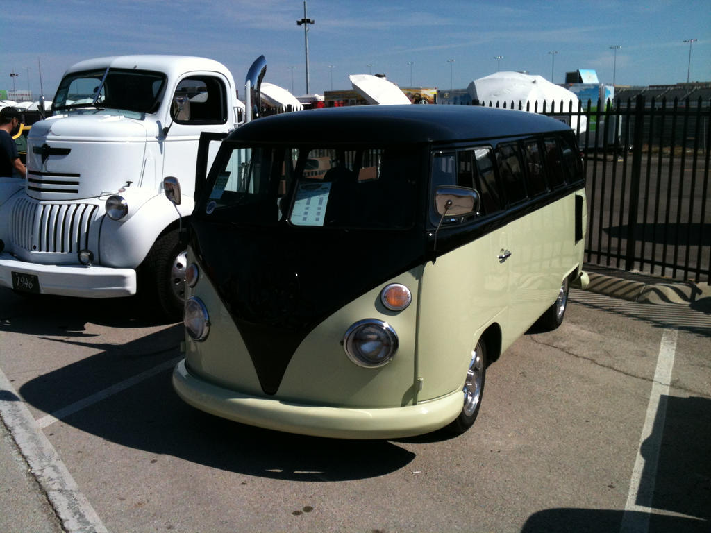 Beautiful VW Van by Perceptor