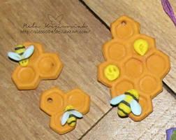 Honeycomb pendants by NelEilis