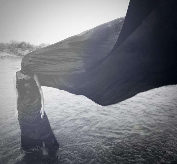 loneliness by Daniaah - Siyah-Beyaz  Bayan Avatarlar�