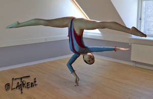 Impossible gymnast - dance girl pose 3D daz by Loplasticien